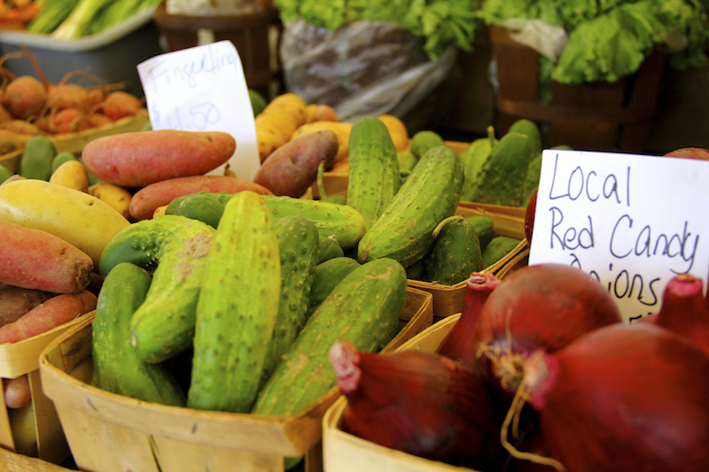 fresh-local-vegetables-at-farmers-market